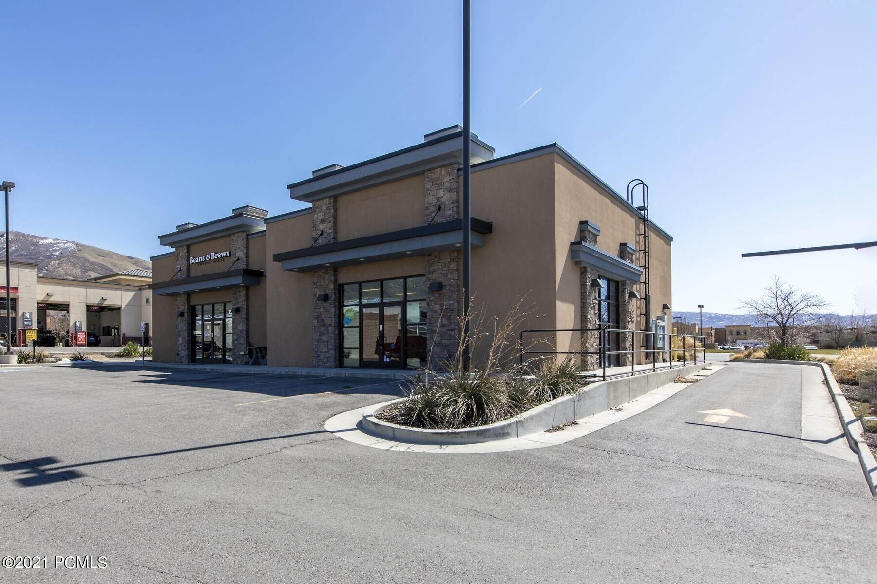 Comm / Ind Lease at 330 400 Centerville, Utah 84014 United States
