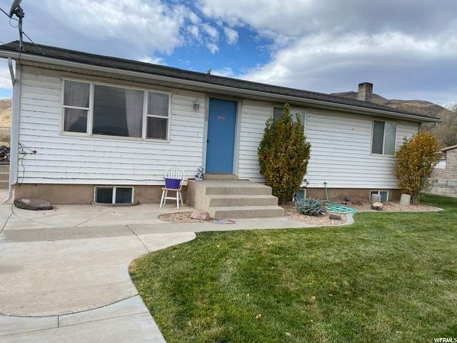 Single Family Homes pour l Vente à 328 CENTER Street Elsinore, Utah 84724 États-Unis
