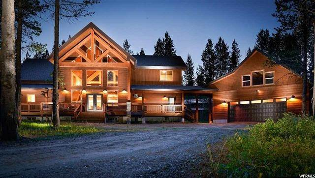 Single Family Homes pour l Vente à 3607 BILLS LOOP Road Island Park, Idaho 83429 États-Unis