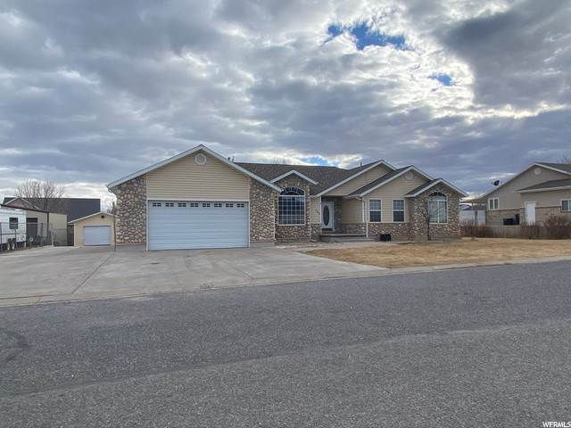 Single Family Homes pour l Vente à 350 154 Aurora, Utah 84620 États-Unis