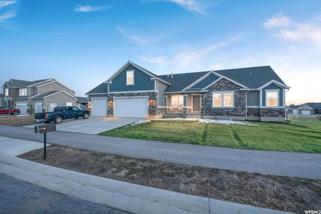 Single Family Homes pour l Vente à 1904 SUNNYVALE Drive Eagle Mountain, Utah 84005 États-Unis
