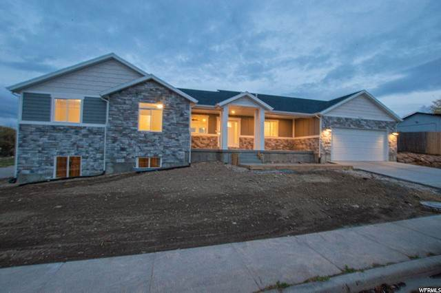 Single Family Homes pour l Vente à 3871 6460 West Valley City, Utah 84128 États-Unis