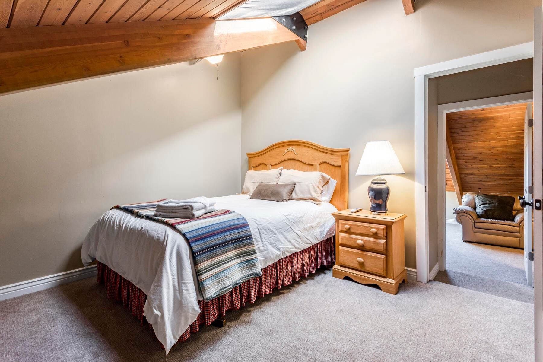 22. Condominiums for Sale at Interline Unit 2. Ultra Rare - Old Town, Park City Condo Just Steps to Skiing! 524 Woodside Ave #2 Park City, Utah 84060 United States