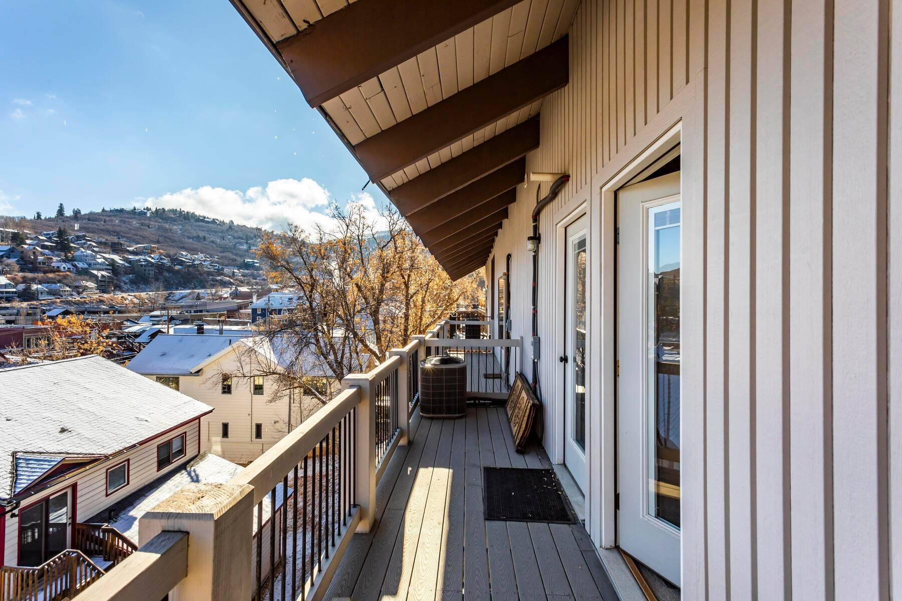 17. Condominiums for Sale at Interline Unit 2. Ultra Rare - Old Town, Park City Condo Just Steps to Skiing! 524 Woodside Ave #2 Park City, Utah 84060 United States
