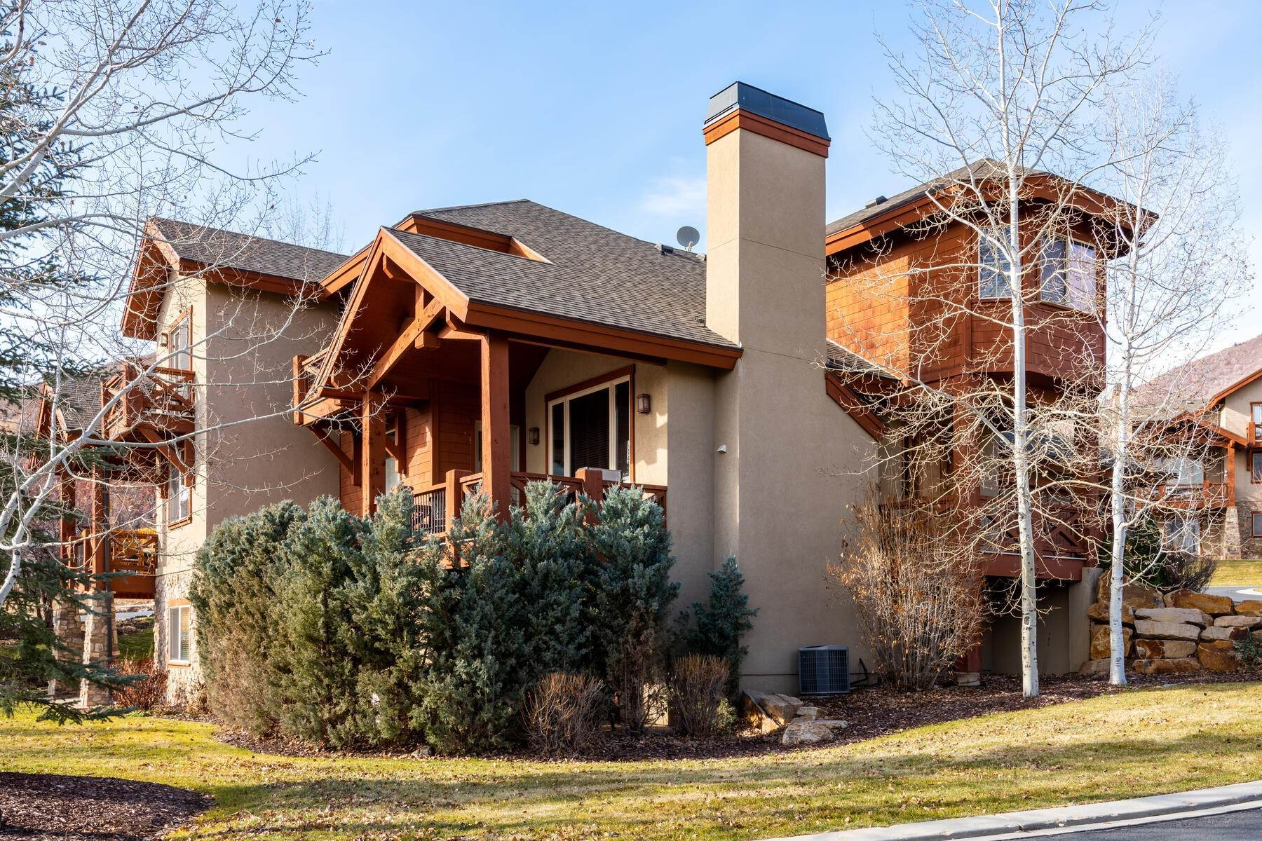 3. Single Family Homes for Sale at Coveted Turnberry Home in Midway 1075 N Turnberry Court Midway, Utah 84049 United States