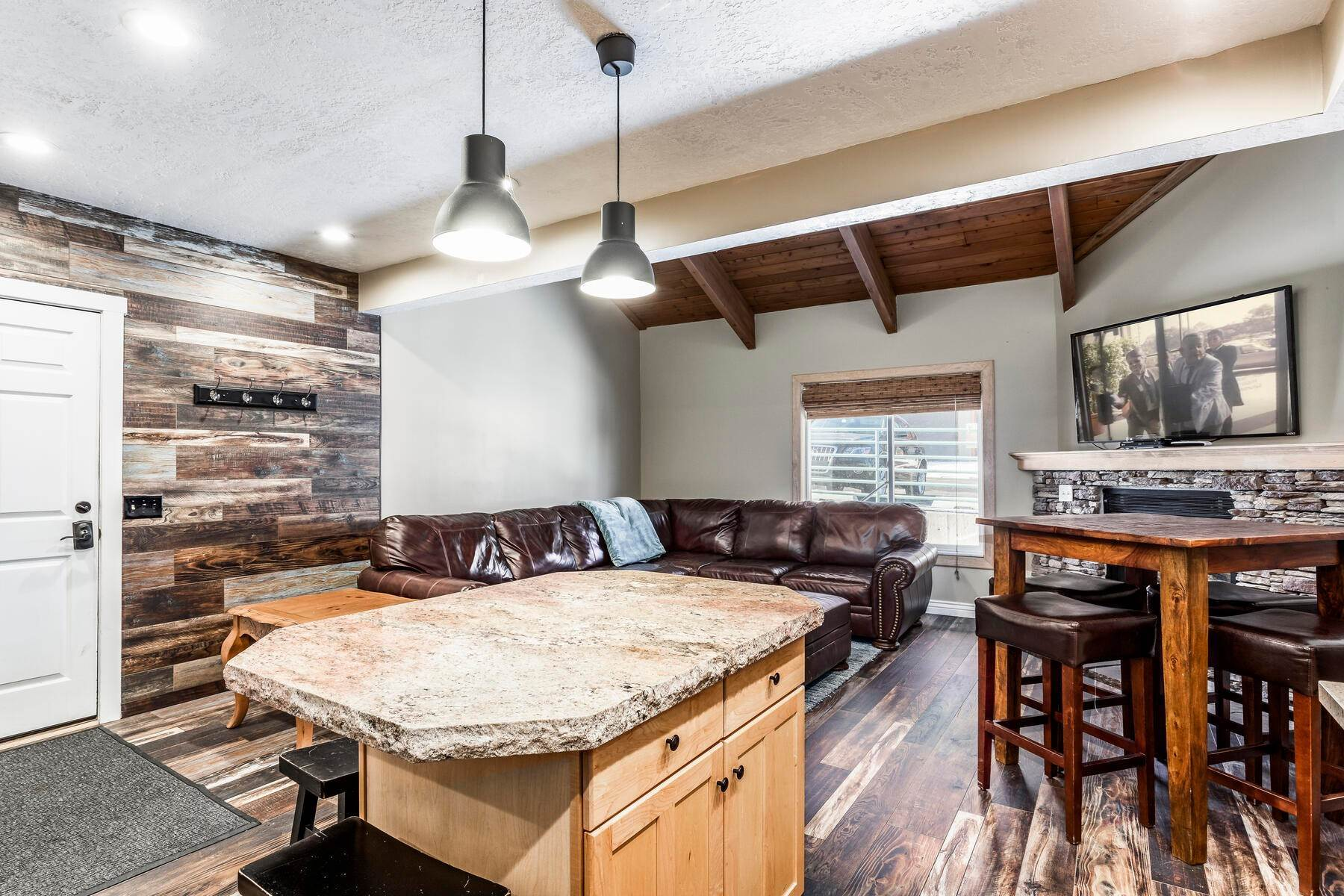 10. Condominiums for Sale at Interline Unit 2. Ultra Rare - Old Town, Park City Condo Just Steps to Skiing! 524 Woodside Ave #2 Park City, Utah 84060 United States