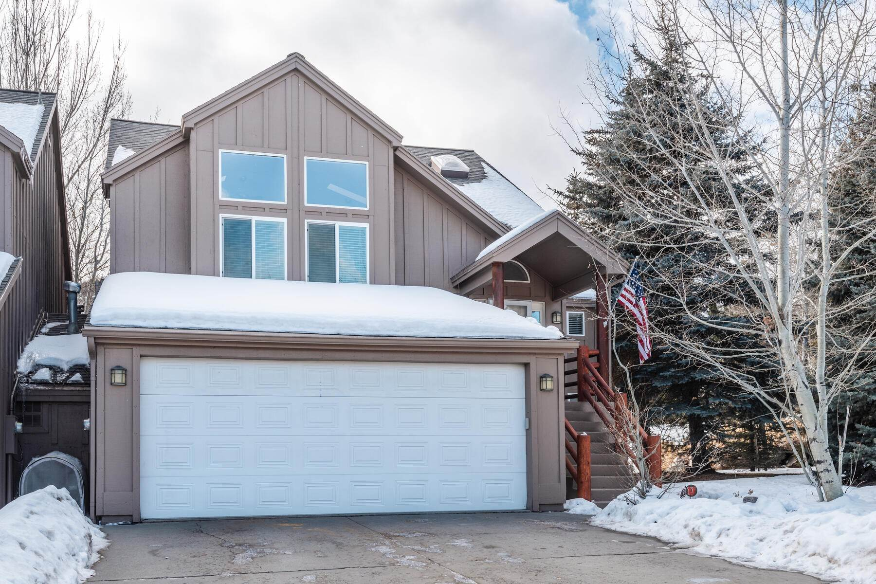 32. Single Family Homes for Sale at Great Four-Bedroom Home In Park City School District 7955 Mustang Loop Rd Park City, Utah 84098 United States