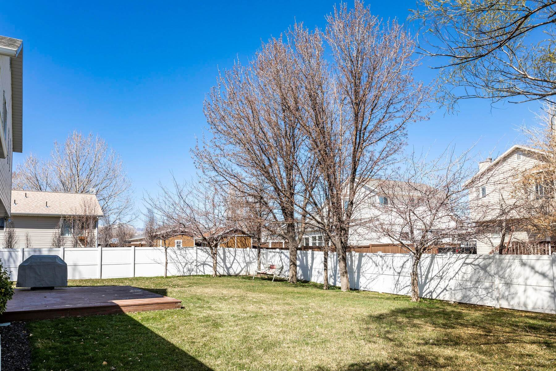 35. Single Family Homes for Sale at A Great Riverton House 3278 West 11925 South Riverton, Utah 84065 United States