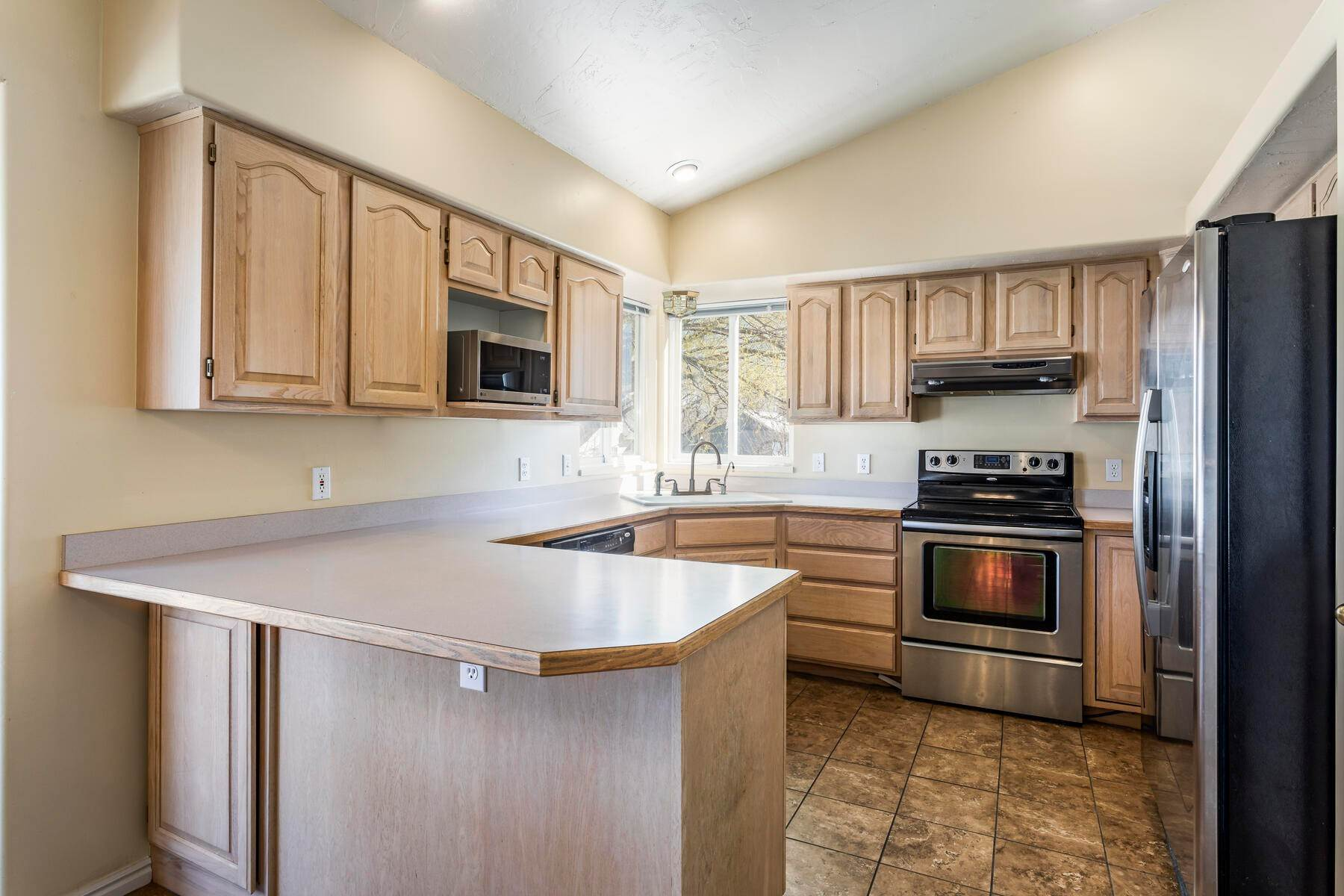 5. Single Family Homes for Sale at A Great Riverton House 3278 West 11925 South Riverton, Utah 84065 United States