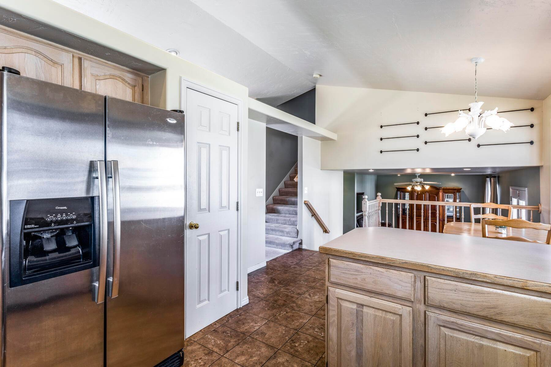10. Single Family Homes for Sale at A Great Riverton House 3278 West 11925 South Riverton, Utah 84065 United States