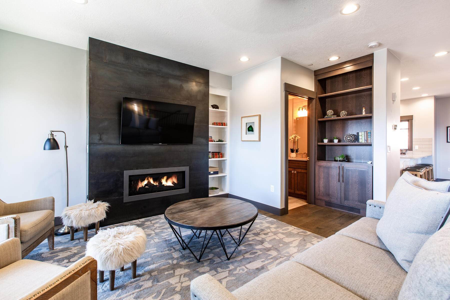 3. townhouses for Sale at Walk to Skiing from this Turn-Key Canyons Village Townhome 4221 Fairway Lane, D-4 Park City, Utah 84098 United States