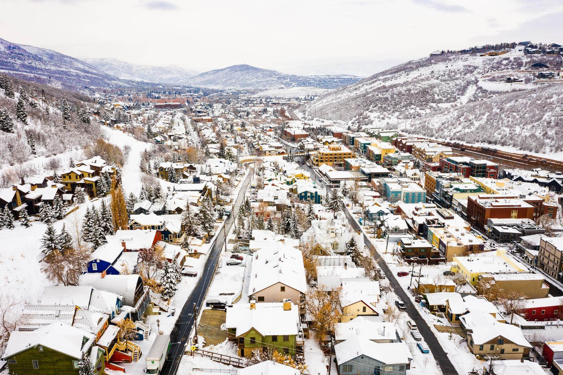 31. Condominiums for Sale at Interline Unit 2. Ultra Rare - Old Town, Park City Condo Just Steps to Skiing! 524 Woodside Ave #2 Park City, Utah 84060 United States