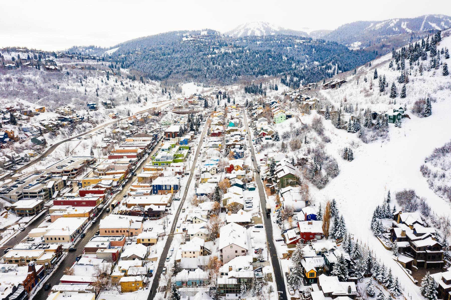 30. Condominiums for Sale at Interline Unit 2. Ultra Rare - Old Town, Park City Condo Just Steps to Skiing! 524 Woodside Ave #2 Park City, Utah 84060 United States