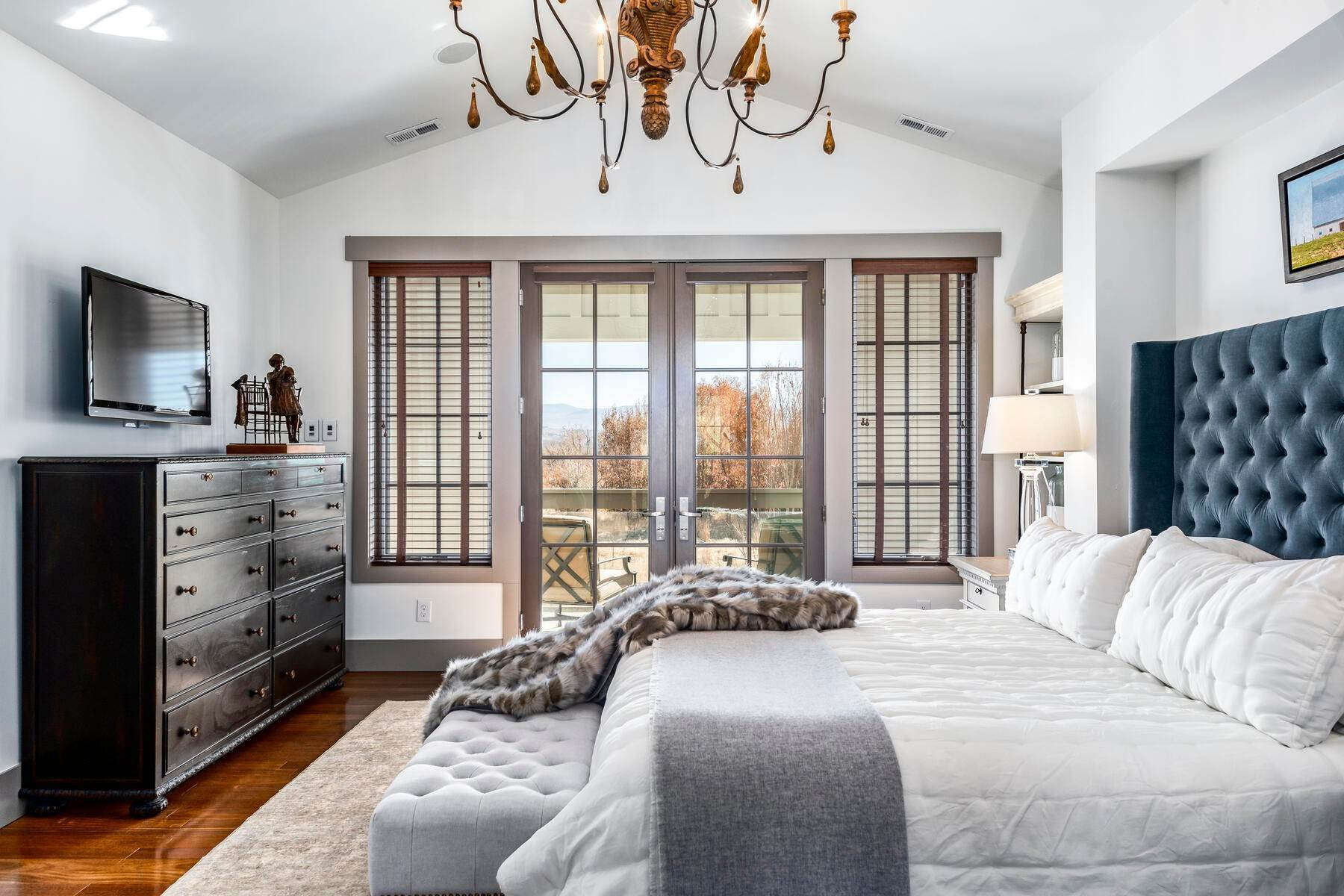 15. Single Family Homes for Sale at Picture-Perfect Contemporary Rustic Elegance on the Provo River 2370 N River Meadows Parkway Midway, Utah 84049 United States