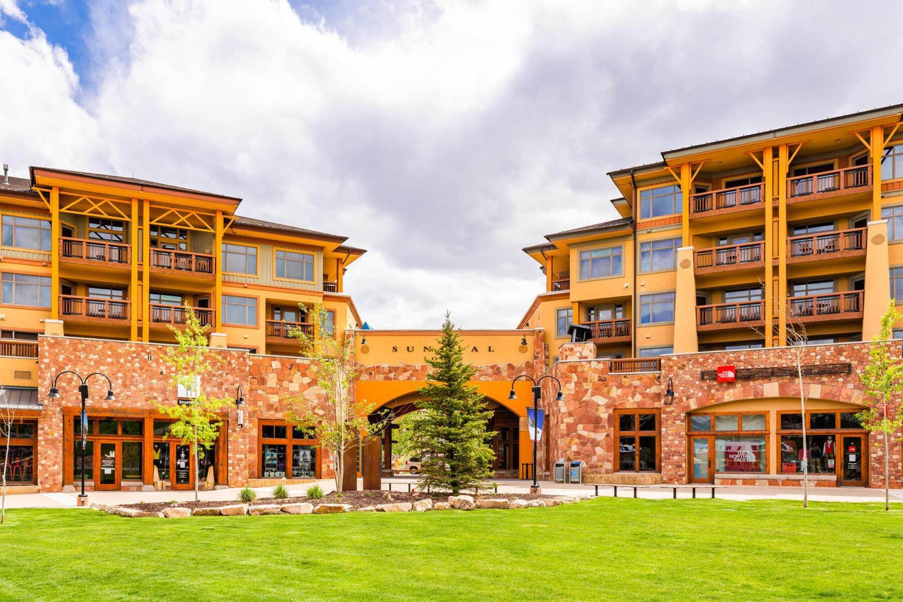 Condominiums for Sale at Ski In/Ski Out Sundial Lodge Condo With Expansive Balcony And Views 3720 N Sundial Court #C208 Park City, Utah 84098 United States