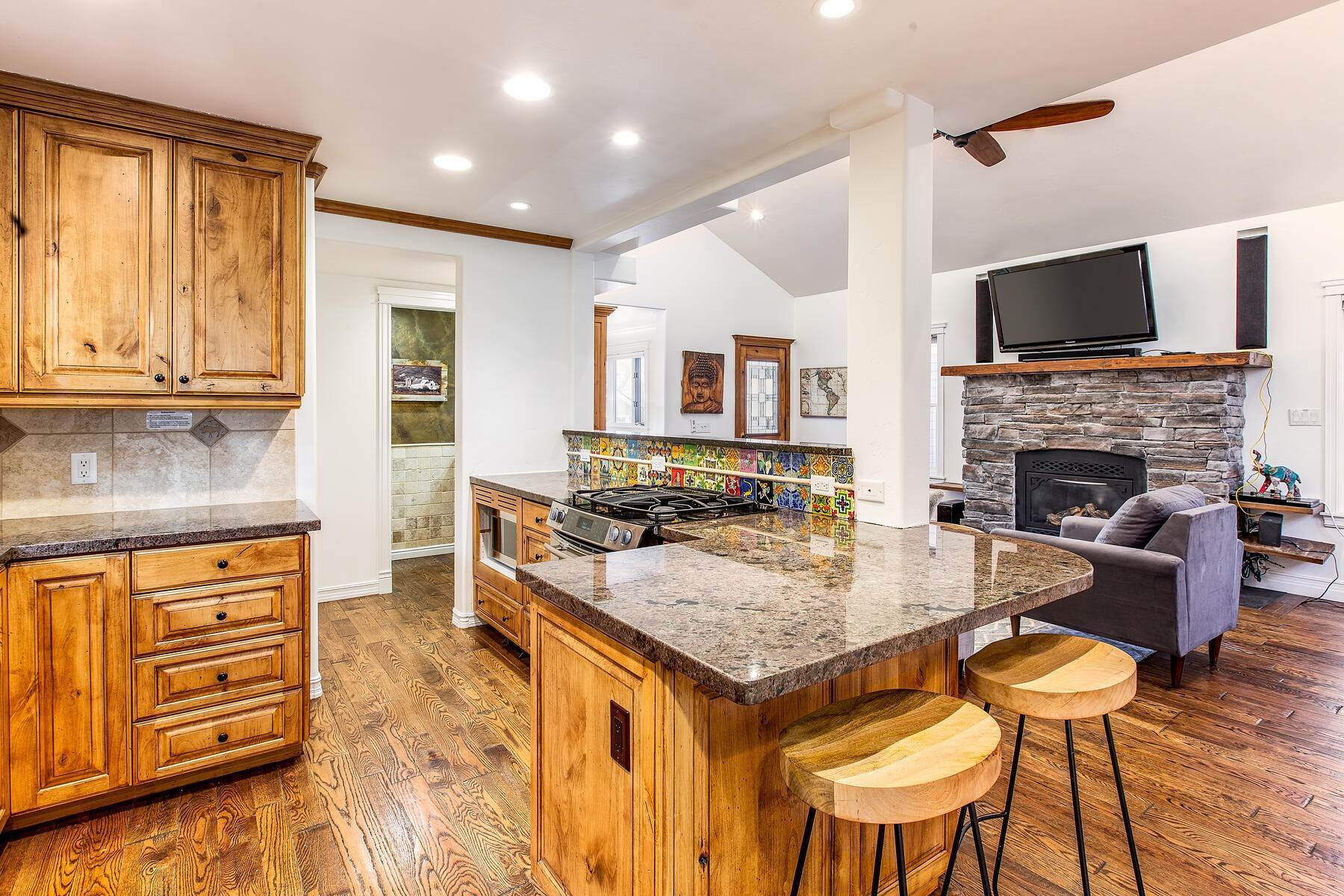 4. Single Family Homes for Sale at An Updated Turn Key Home Steps to Skiing and Main Street 915 Norfolk Ave Park City, Utah 84060 United States