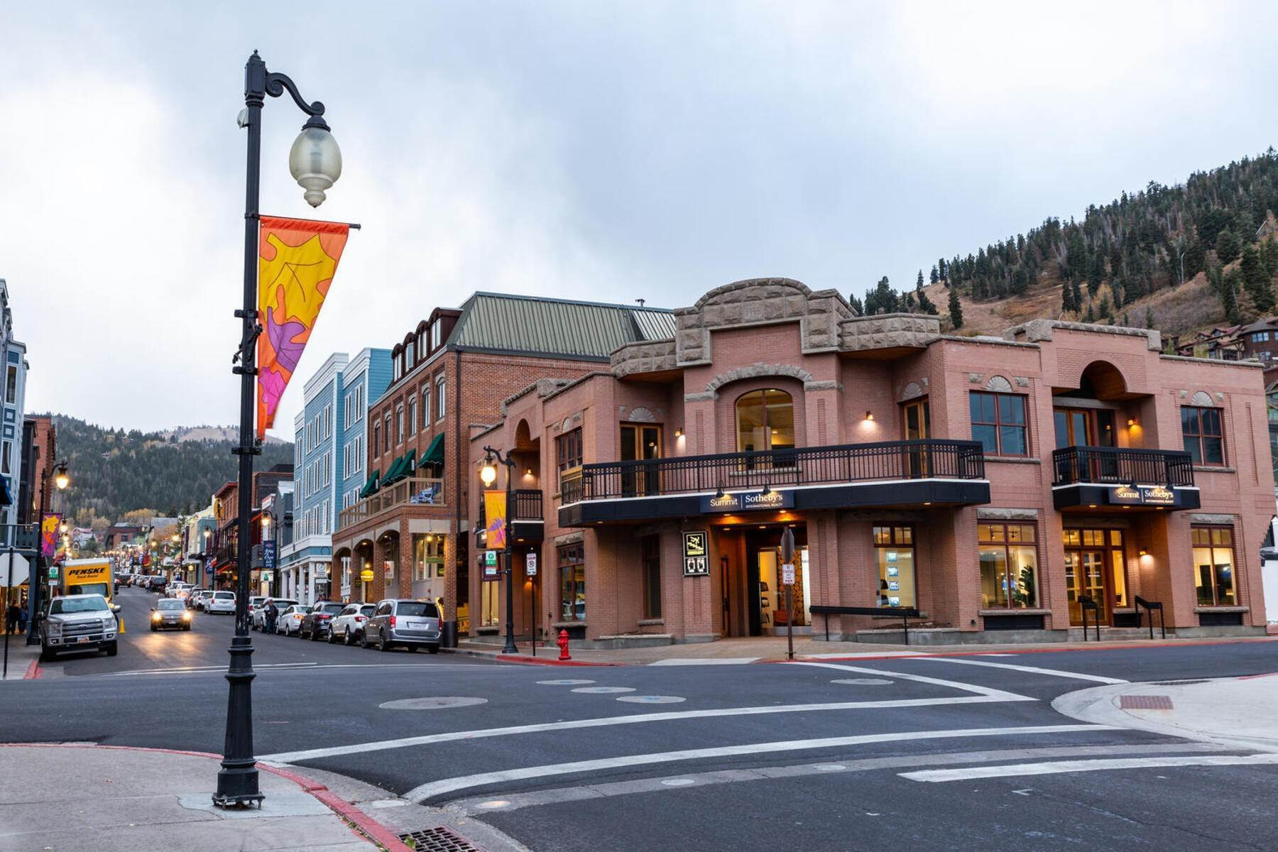 39. Condominiums for Sale at Interline Unit 2. Ultra Rare - Old Town, Park City Condo Just Steps to Skiing! 524 Woodside Ave #2 Park City, Utah 84060 United States