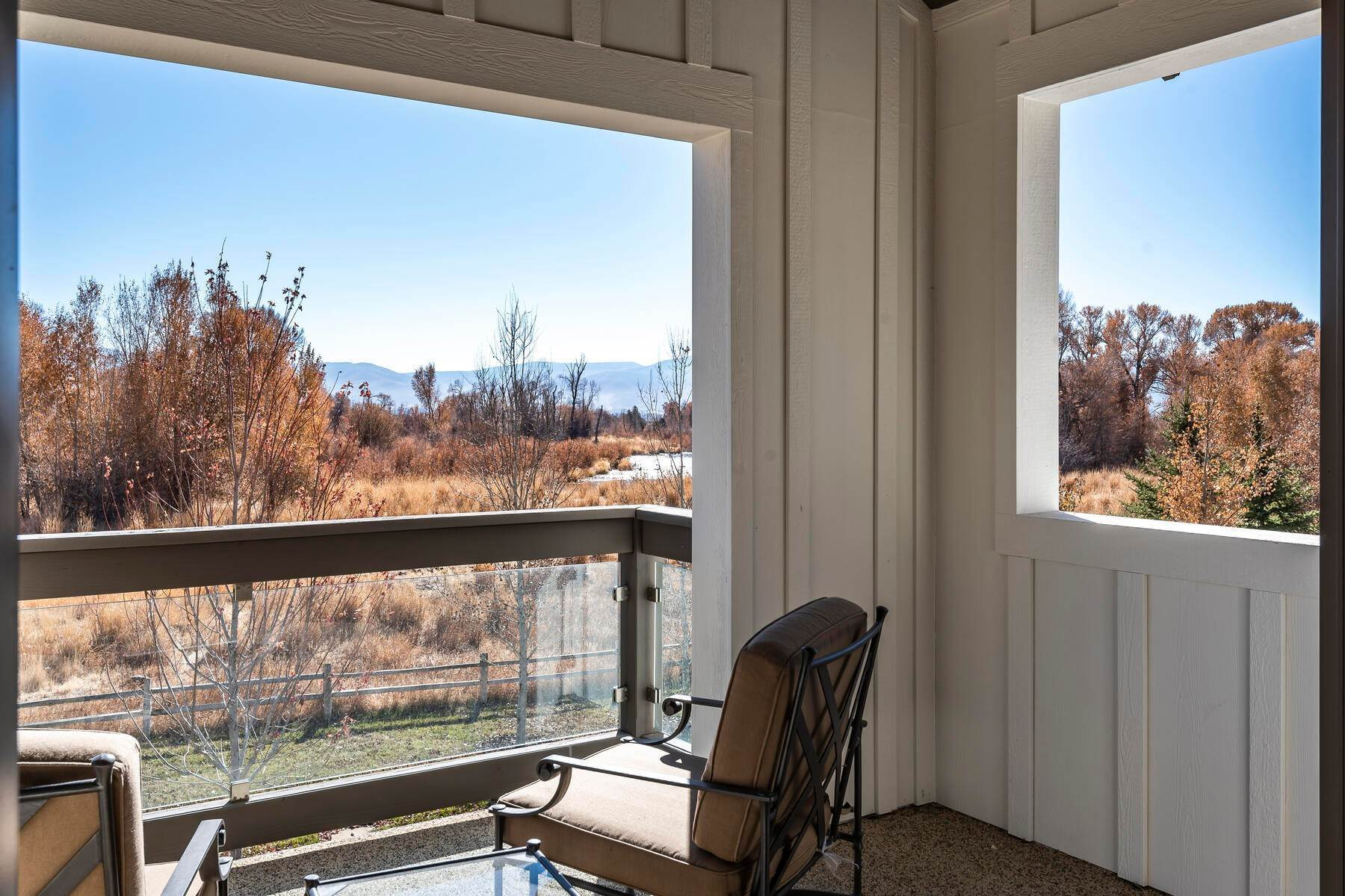 19. Single Family Homes for Sale at Picture-Perfect Contemporary Rustic Elegance on the Provo River 2370 N River Meadows Parkway Midway, Utah 84049 United States