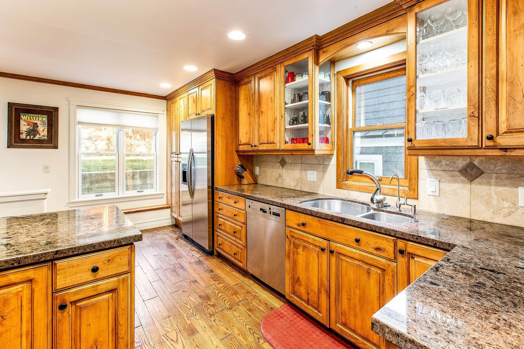 8. Single Family Homes for Sale at An Updated Turn Key Home Steps to Skiing and Main Street 915 Norfolk Ave Park City, Utah 84060 United States
