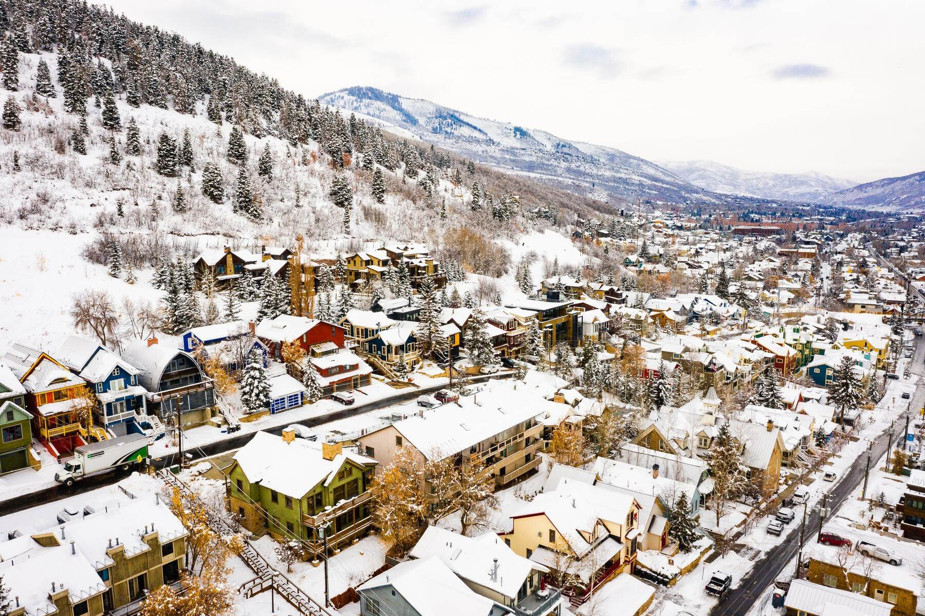 33. Condominiums for Sale at Interline Unit 2. Ultra Rare - Old Town, Park City Condo Just Steps to Skiing! 524 Woodside Ave #2 Park City, Utah 84060 United States