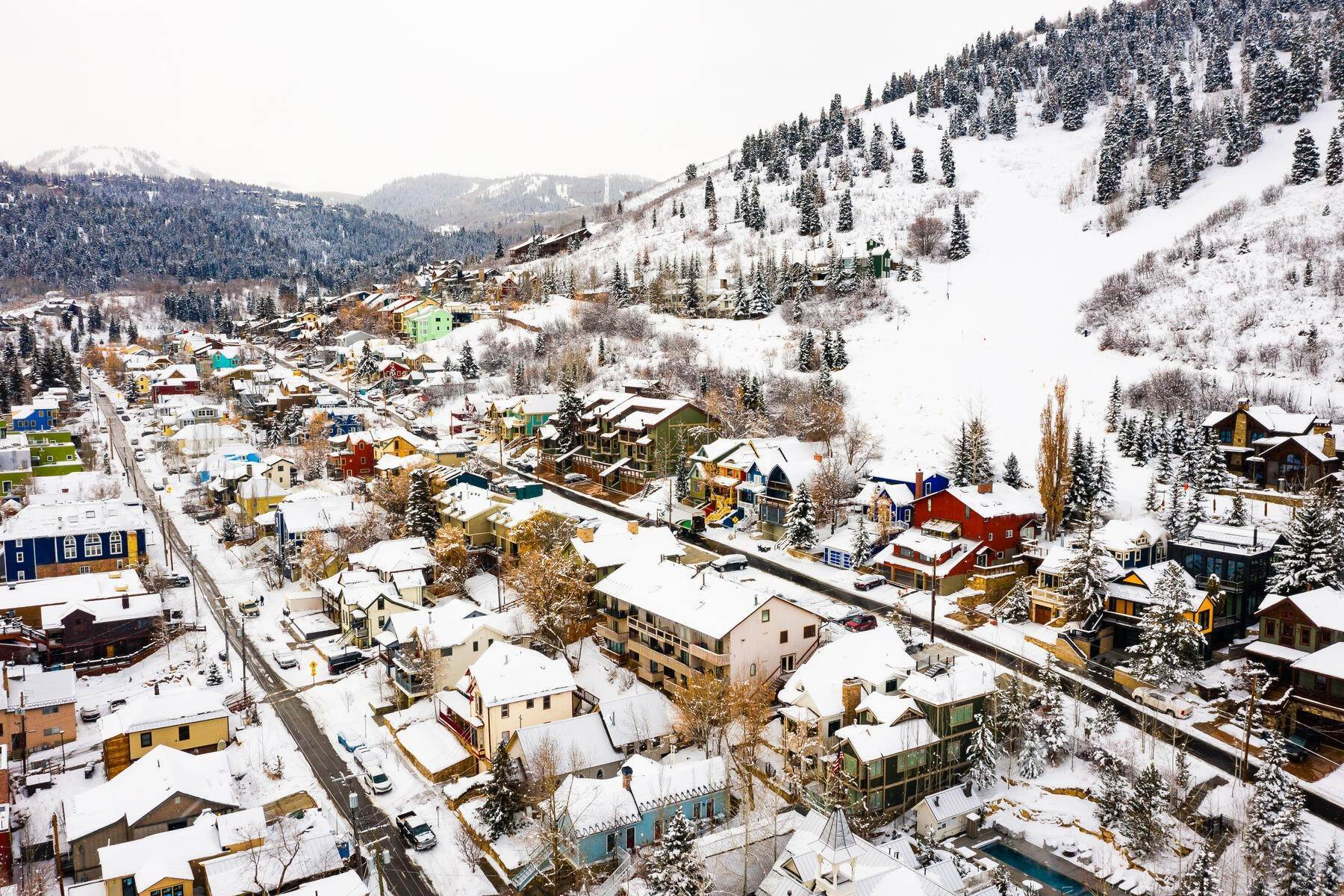 29. Condominiums for Sale at Interline Unit 2. Ultra Rare - Old Town, Park City Condo Just Steps to Skiing! 524 Woodside Ave #2 Park City, Utah 84060 United States