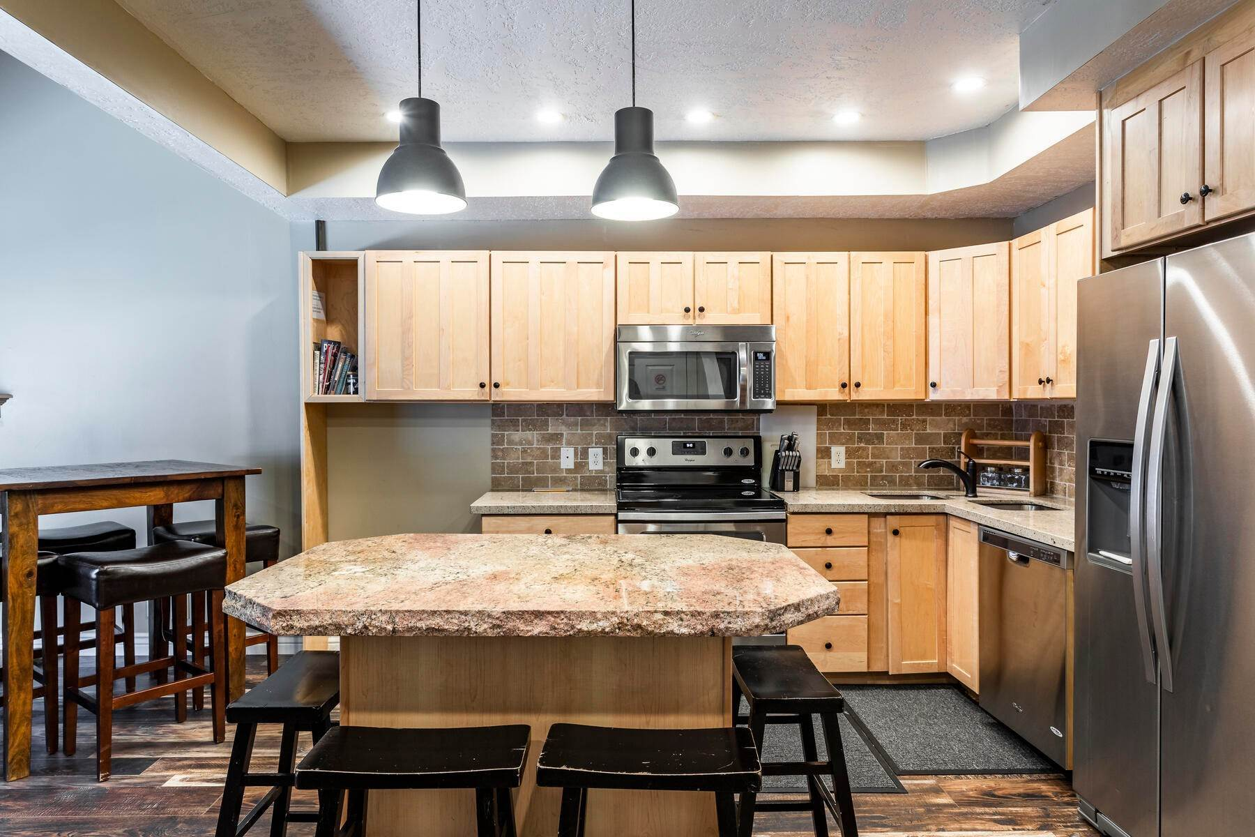 9. Condominiums for Sale at Interline Unit 2. Ultra Rare - Old Town, Park City Condo Just Steps to Skiing! 524 Woodside Ave #2 Park City, Utah 84060 United States
