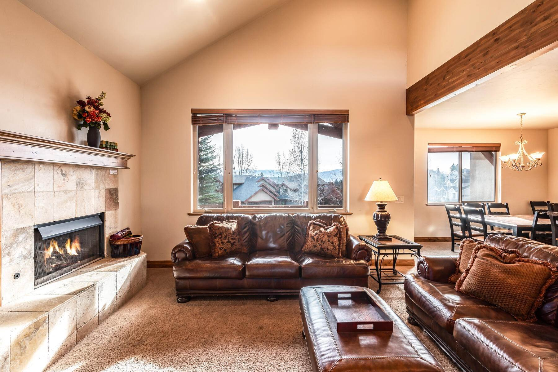 7. Single Family Homes for Sale at Coveted Turnberry Home in Midway 1075 N Turnberry Court Midway, Utah 84049 United States