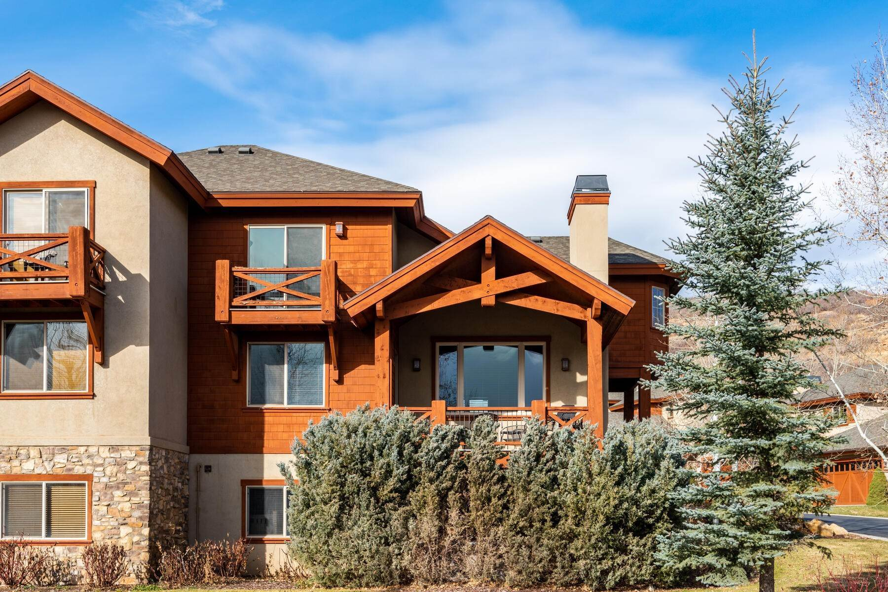 33. Single Family Homes for Sale at Coveted Turnberry Home in Midway 1075 N Turnberry Court Midway, Utah 84049 United States