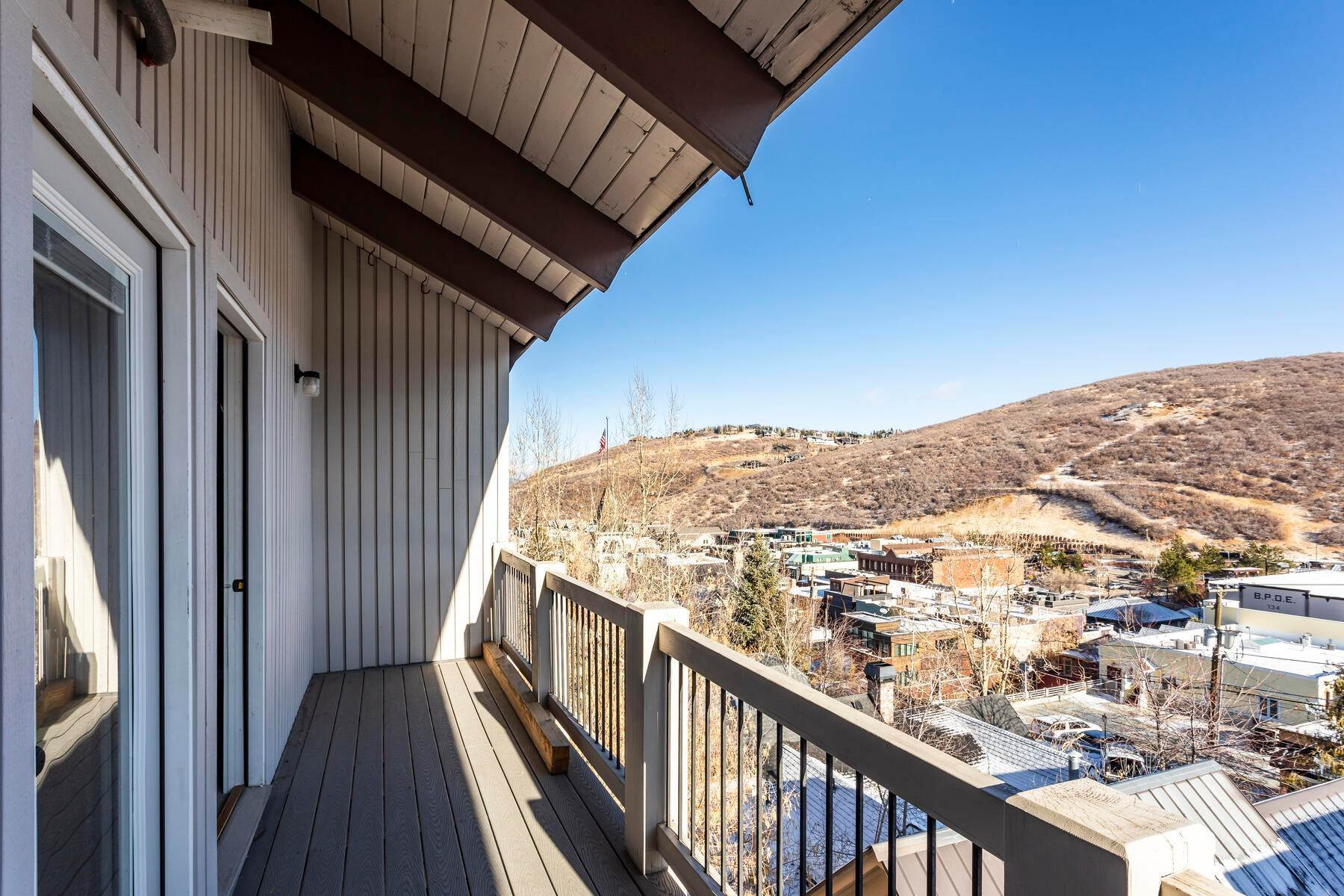 15. Condominiums for Sale at Interline Unit 2. Ultra Rare - Old Town, Park City Condo Just Steps to Skiing! 524 Woodside Ave #2 Park City, Utah 84060 United States
