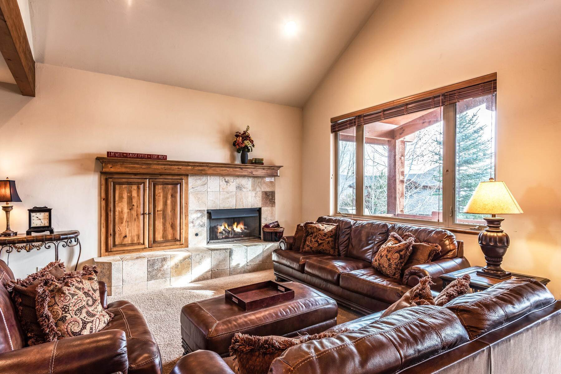 8. Single Family Homes for Sale at Coveted Turnberry Home in Midway 1075 N Turnberry Court Midway, Utah 84049 United States