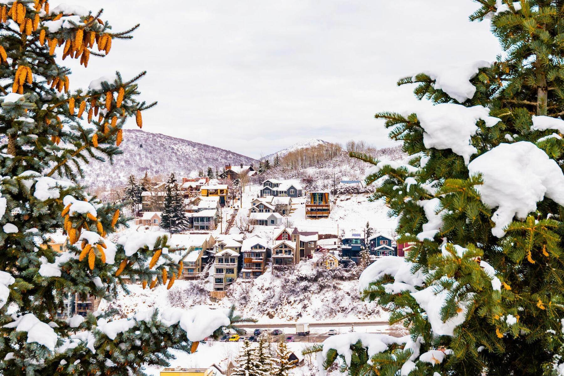 43. Condominiums for Sale at Interline Unit 2. Ultra Rare - Old Town, Park City Condo Just Steps to Skiing! 524 Woodside Ave #2 Park City, Utah 84060 United States