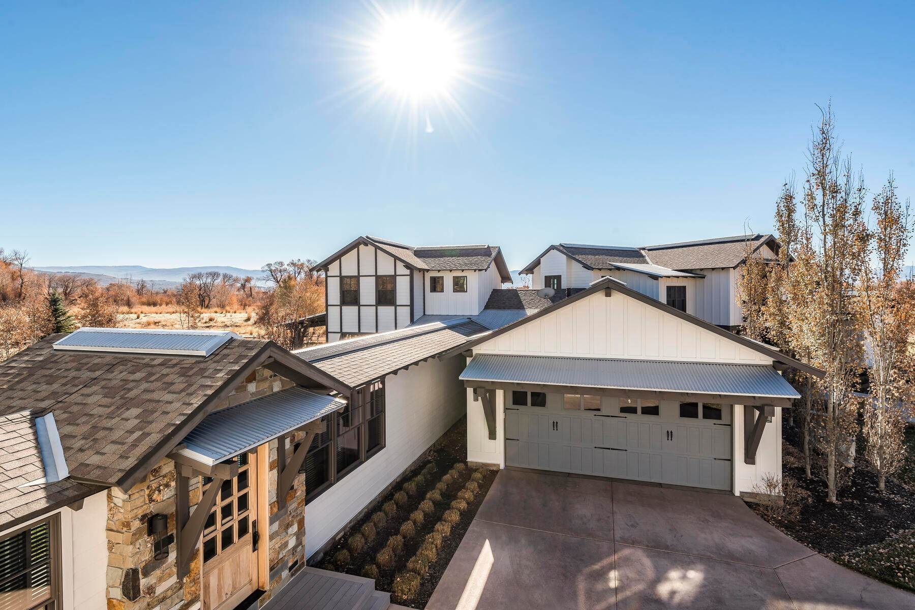 21. Single Family Homes for Sale at Picture-Perfect Contemporary Rustic Elegance on the Provo River 2370 N River Meadows Parkway Midway, Utah 84049 United States