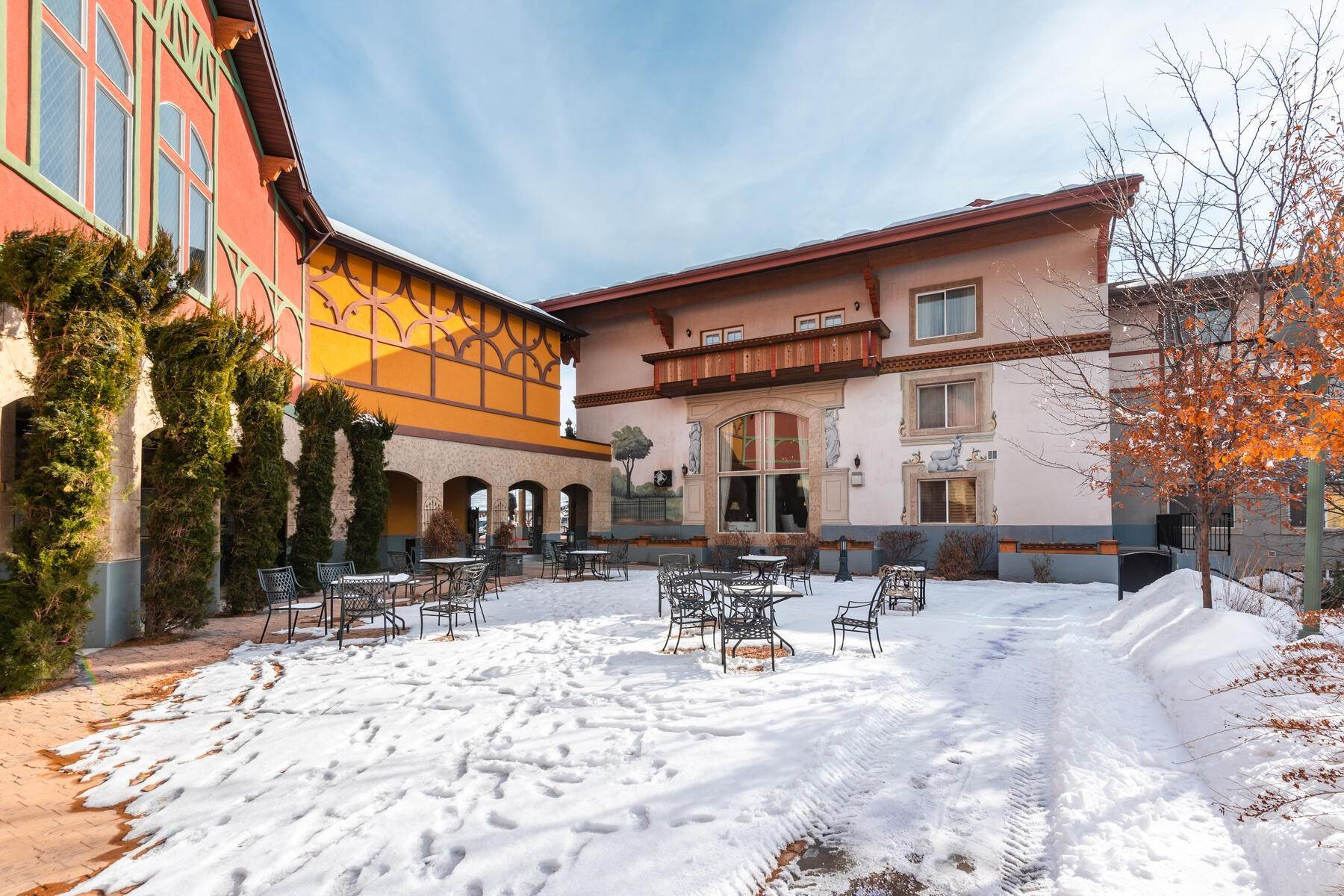 13. Condominiums for Sale at Lovely Studio Overlooking the Courtyard! 784 W Resort Drive, #234 Midway, Utah 84049 United States