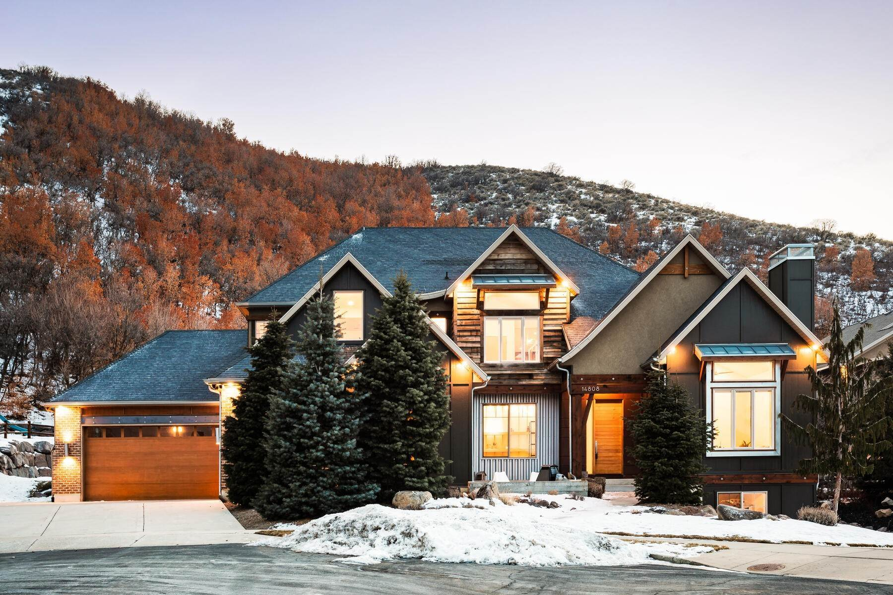 Single Family Homes للـ Sale في Luxury Living on the Mountain with Views in every Direction. 14808 S Maple Park Ct Draper, Utah 84020 United States