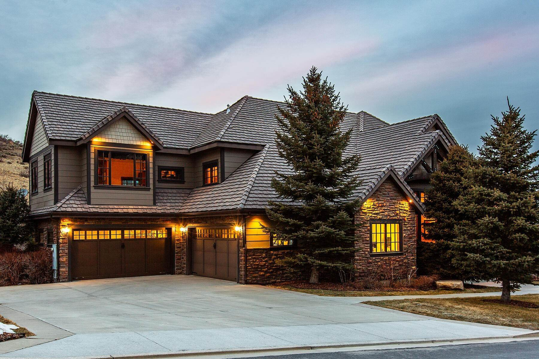 Single Family Homes للـ Sale في Mountain Luxury in this Custom 2-Story 14832 S Vintage View Lane Draper, Utah 84020 United States