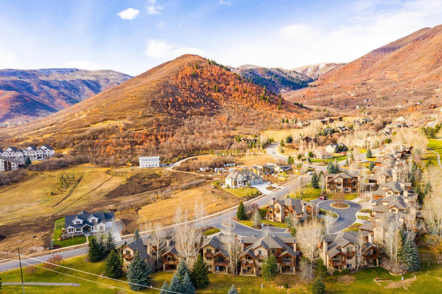 38. Single Family Homes for Sale at Coveted Turnberry Home in Midway 1075 N Turnberry Court Midway, Utah 84049 United States