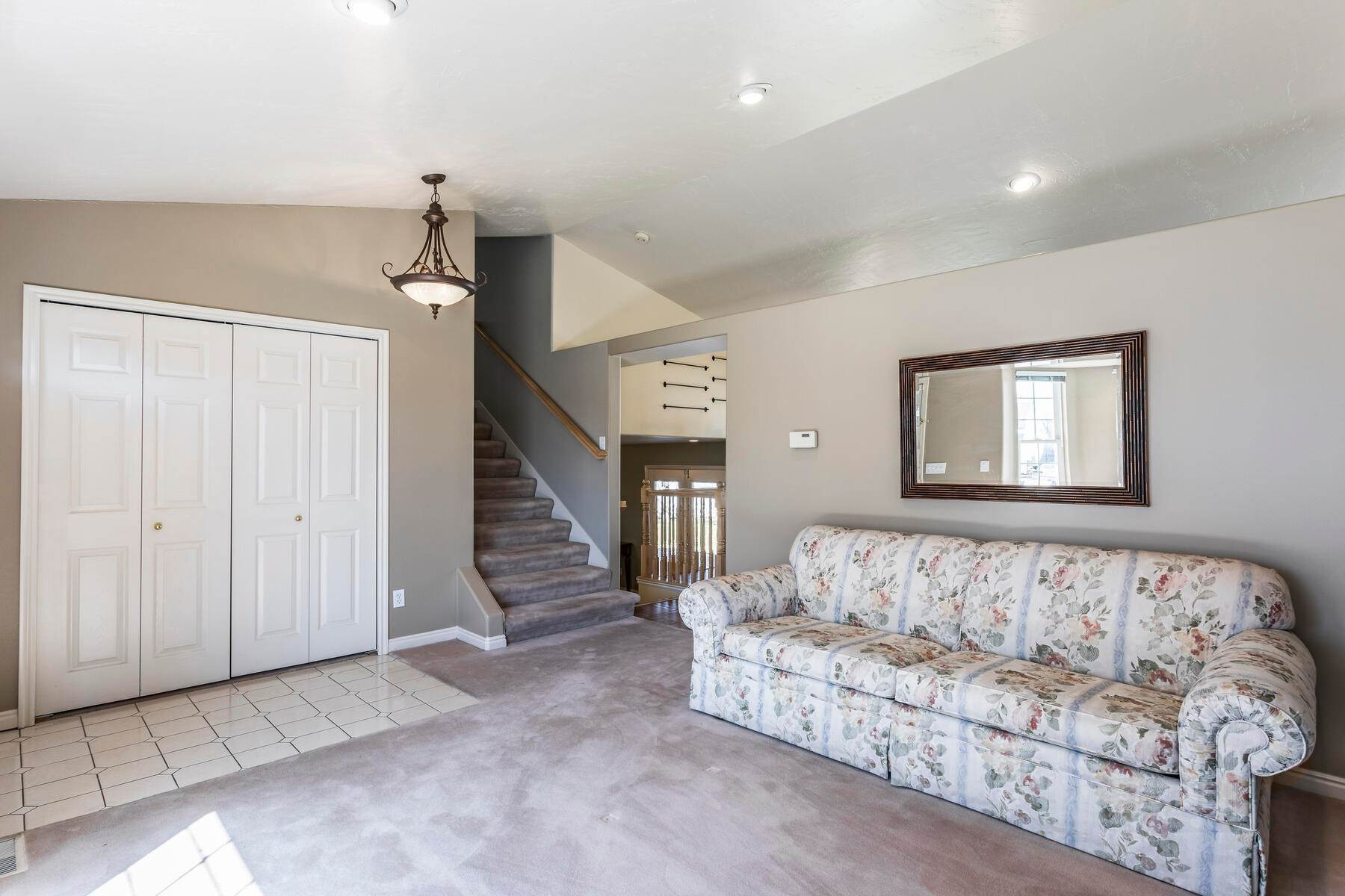 9. Single Family Homes for Sale at A Great Riverton House 3278 West 11925 South Riverton, Utah 84065 United States