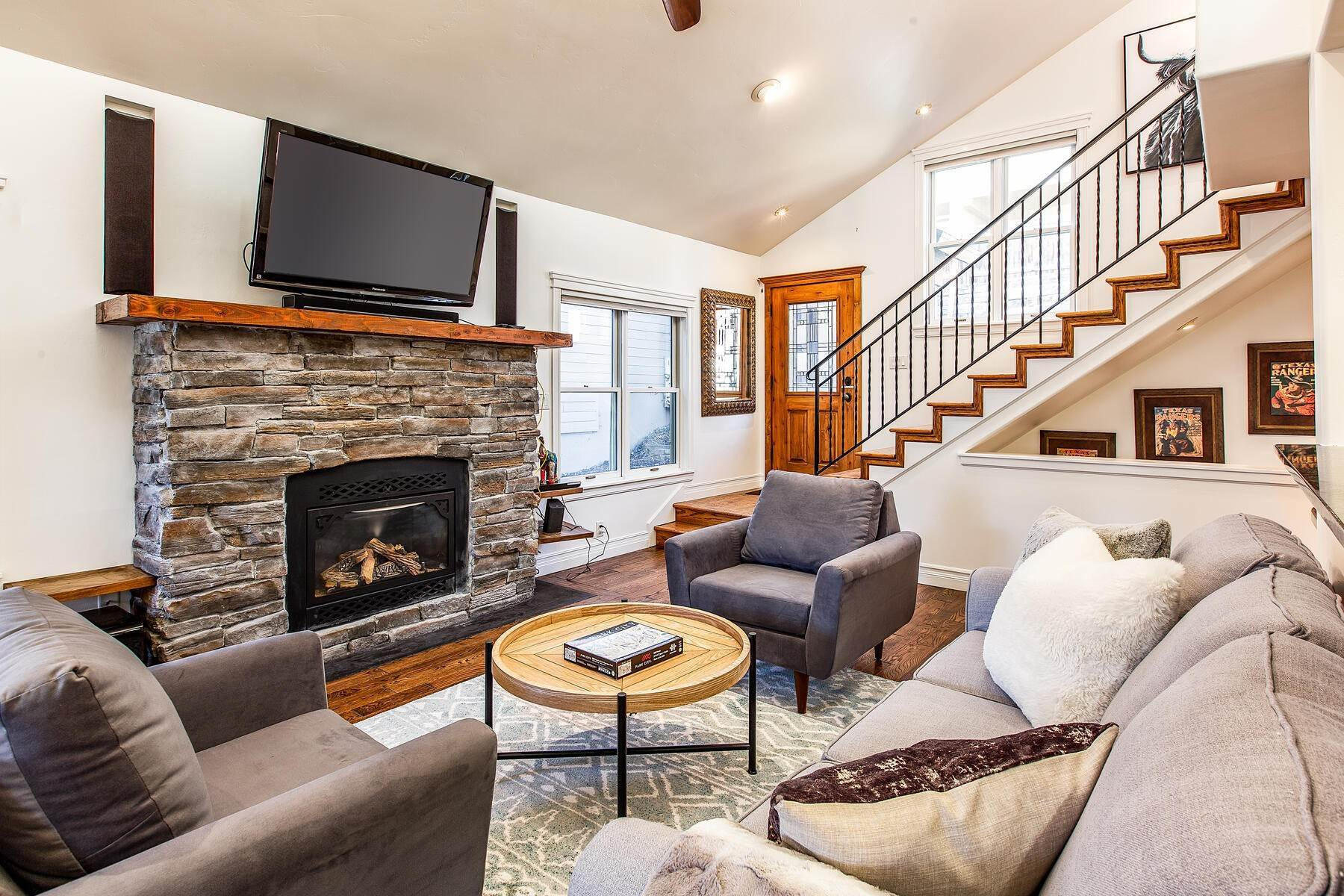 3. Single Family Homes for Sale at An Updated Turn Key Home Steps to Skiing and Main Street 915 Norfolk Ave Park City, Utah 84060 United States
