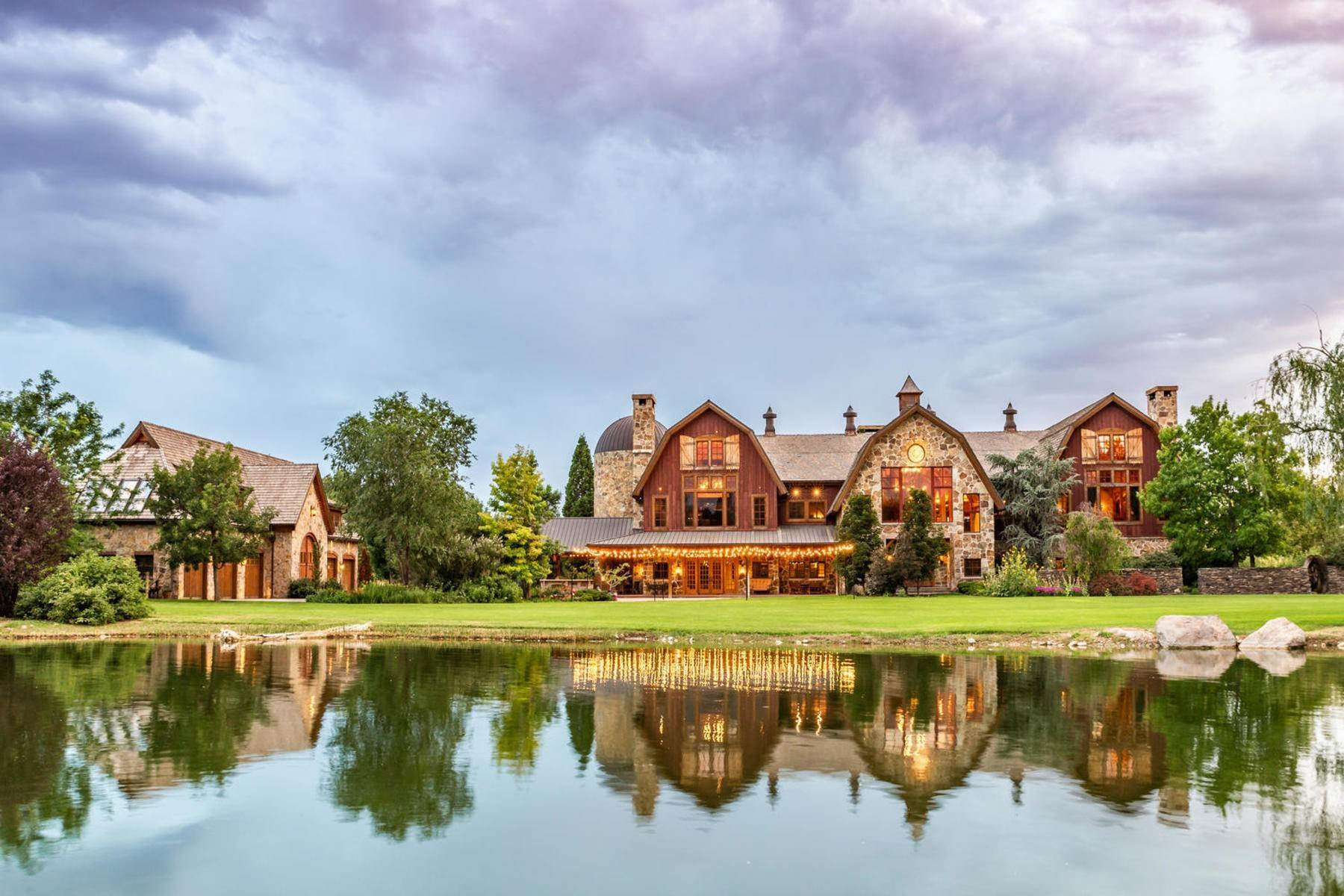 Single Family Homes per Vendita alle ore Stunning Private Residence and Recreational Facility on Nearly Twenty Acres 1709 S Geneva Rd Orem, Utah 84058 Stati Uniti