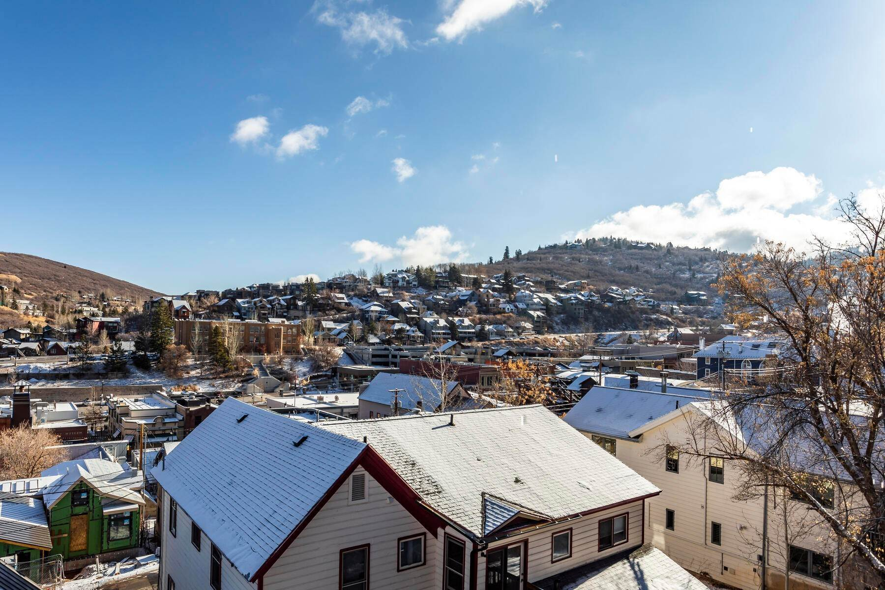 16. Condominiums for Sale at Interline Unit 2. Ultra Rare - Old Town, Park City Condo Just Steps to Skiing! 524 Woodside Ave #2 Park City, Utah 84060 United States