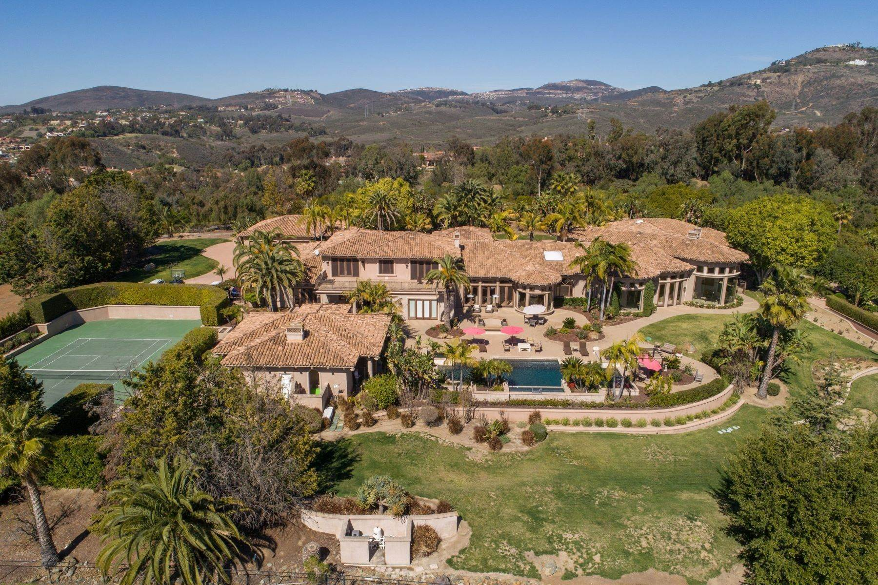 Single Family Homes for Sale at 6682 Las Arboledas, Rancho Santa Fe, CA 92067 6682 Las Arboledas Rancho Santa Fe, California 92067 United States
