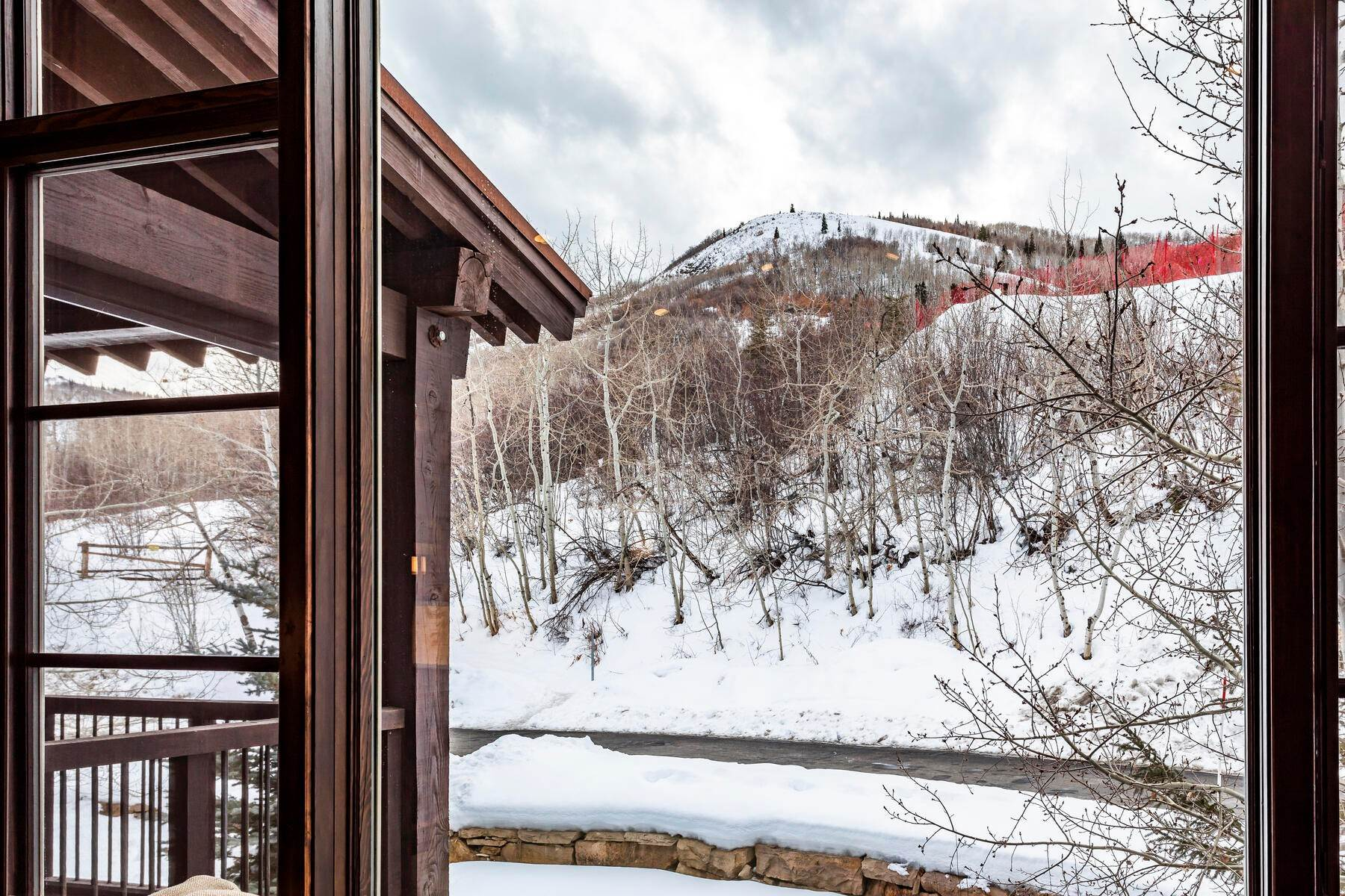 38. Condominiums for Sale at Silver Star's Rarest 3 Bedroom Stacked Flat 1825 Three Kings Dr #4303 Park City, Utah 84060 United States