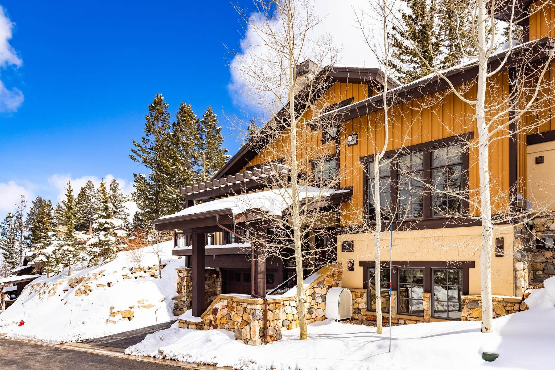 43. townhouses for Sale at Ideally Located and Luxuriously Appointed Lookout at Deer Valley 6565 Lookout Dr #22 Park City, Utah 84060 United States