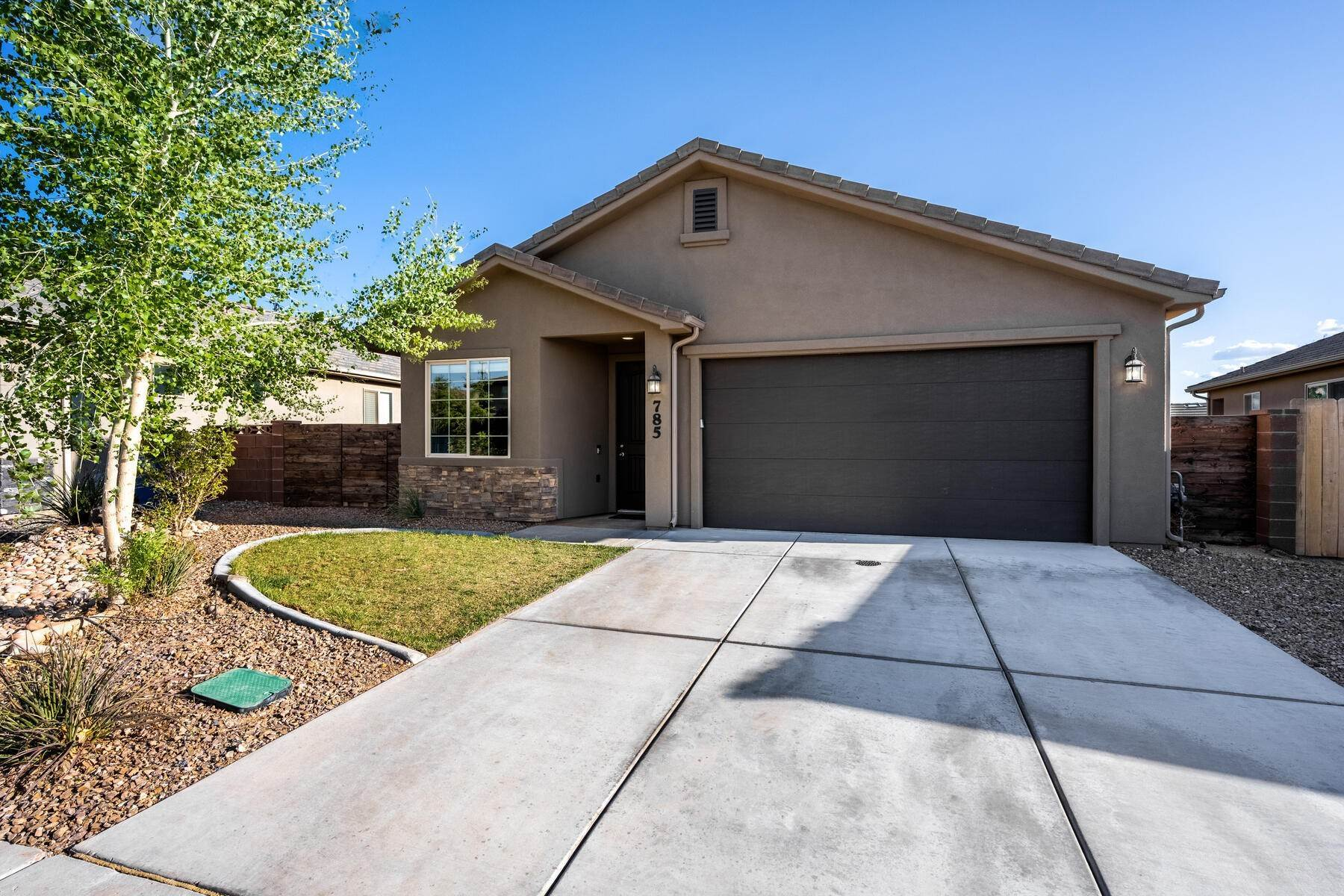 22. Single Family Homes for Sale at Just Right In So Many Ways 785 West 400 North Hurricane, Utah 84737 United States