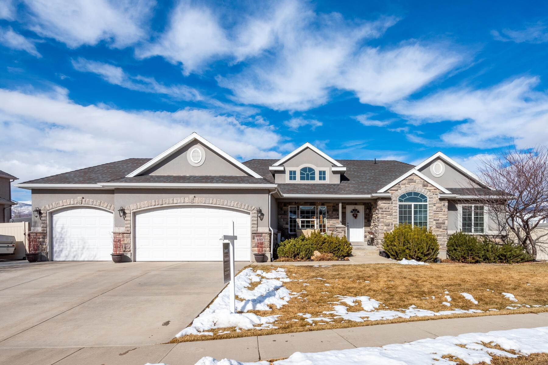 Single Family Homes for Sale at Gorgeous, Immaculate Home with Sunny and Spacious Open Floor Plan! 680 W 1090 S Heber, Utah 84032 United States