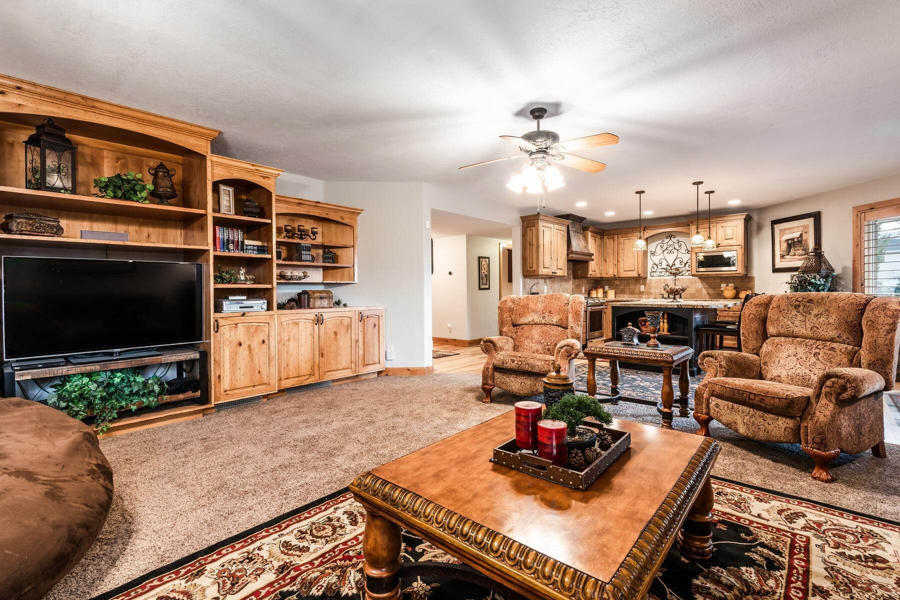 29. Single Family Homes for Sale at Beautiful 2-Story High up on Draper's East Bench 12464 S 1840 E Draper, Utah 84020 United States