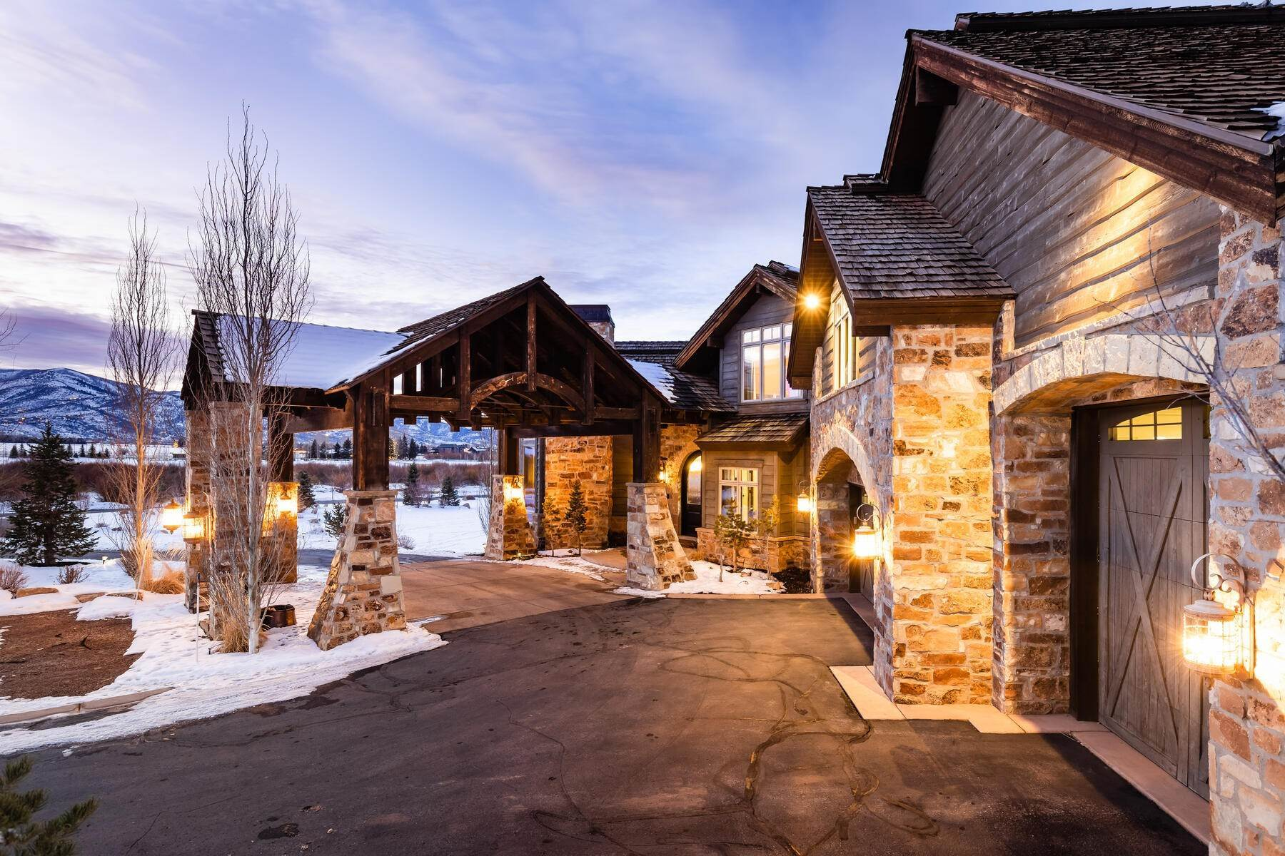 38. Single Family Homes for Sale at Rare Ranch Creek Estates Home Boasts over 3 Acres with Unparalleled Views 4400 N Ranch Creek Ln Park City, Utah 84098 United States