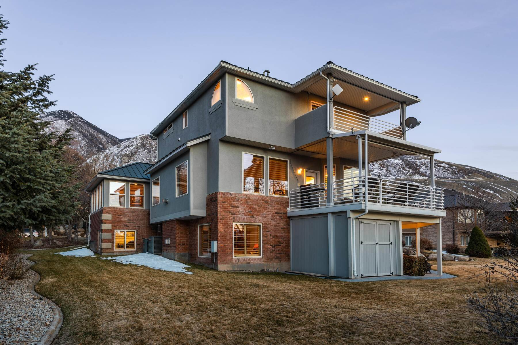 45. Single Family Homes for Sale at Beautiful 2-Story High up on Draper's East Bench 12464 S 1840 E Draper, Utah 84020 United States