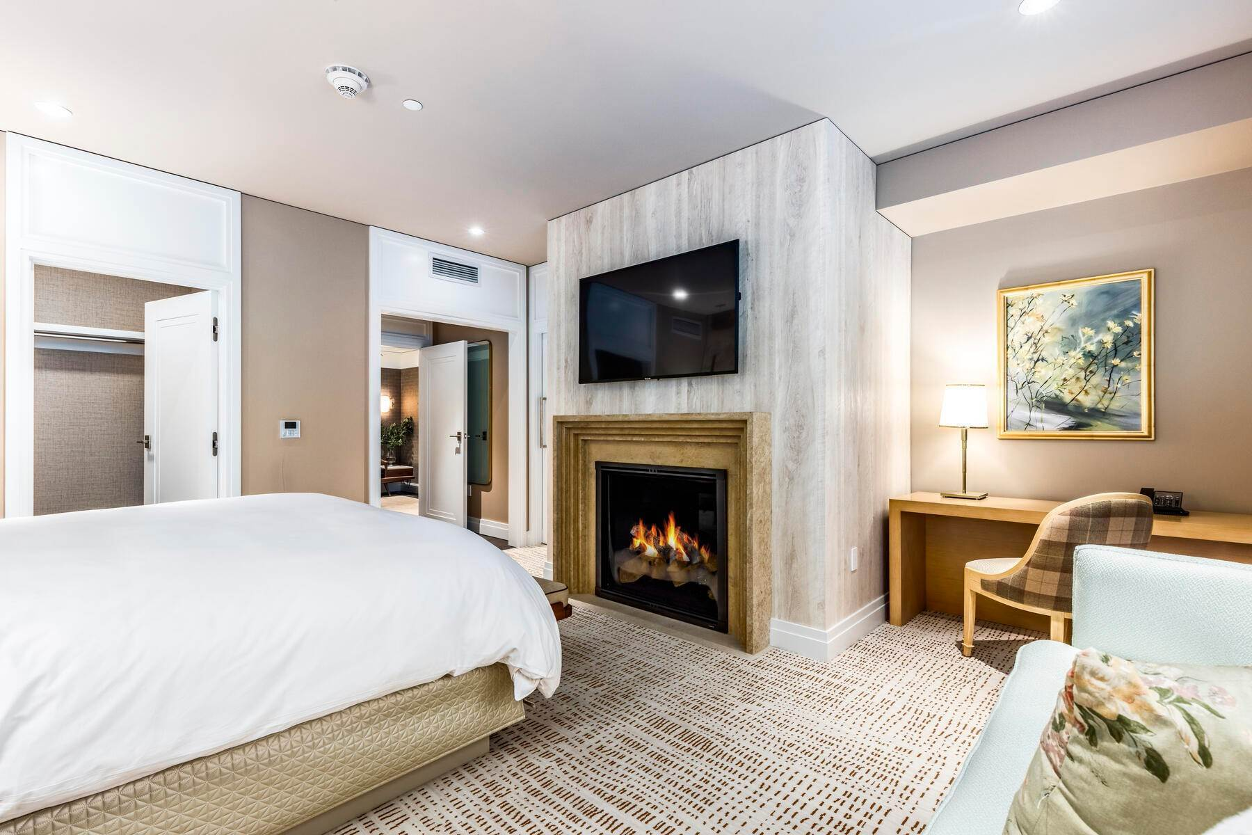 14. Condominiums for Sale at Boutique Luxury Hotel Residences in Prime Deer Valley Silver Lake Village 7520 Royal Street #321 Park City, Utah 84060 United States