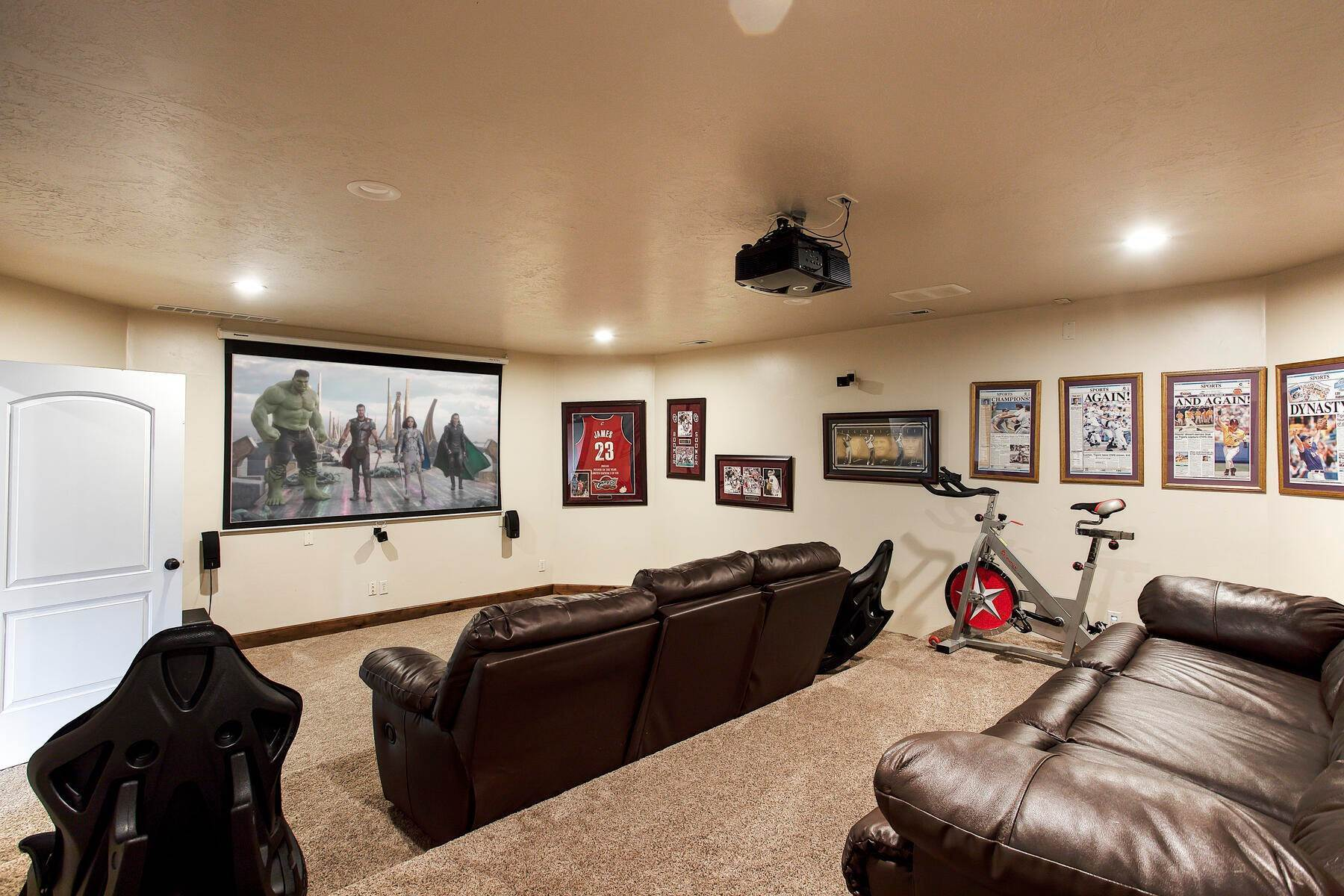 21. Single Family Homes for Sale at Expansive Home On One Acre in Oakley 5425 N Estates Ln Oakley, Utah 84055 United States